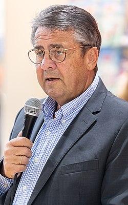 MJK63118 Sigmar Gabriel (Frankfurter Buchmesse 2018).jpg