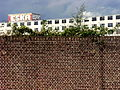 Maastricht 2012 Muur en Eiffelgebouw Sphinxterrein.JPG