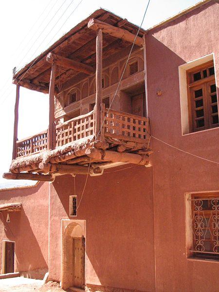 http://upload.wikimedia.org/wikipedia/commons/thumb/d/d4/Maison_abyaneh_iran.jpg/450px-Maison_abyaneh_iran.jpg