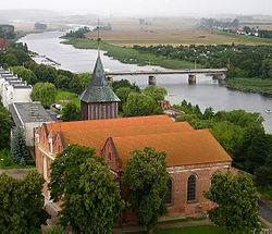 Malbork - Nogat i kościół św. Jana Chrzciciela.jpg