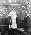Man, woman, man and woman, garden-gate, garden Fortepan 4161.jpg