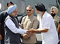 Manmohan Singh being welcomed by the Chief Minister of Punjab, Shri Prakash Singh Badal, on his arrival at Bathinda Refinery helipad, in Bathinda, Punjab. The Governor of Punjab, Shri Shivraj Patil is also seen.jpg