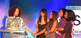 Girlfriends (2000 TV series) - The cast of 'Girlfriends' honoring the show creator with her 2013 Essence 'Visionary' award. Left to right: Mara Brock Akil, Persia White, Golden Brooks, Tracee Ellis Ross, Jill Marie Jones.