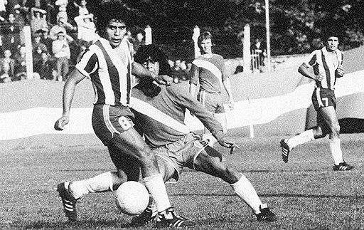 512px-Maradona_cano_debut.jpg (512×323)