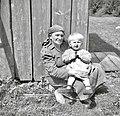 Marija Kravanja žena pravljičarja z vnukom 1952.jpg