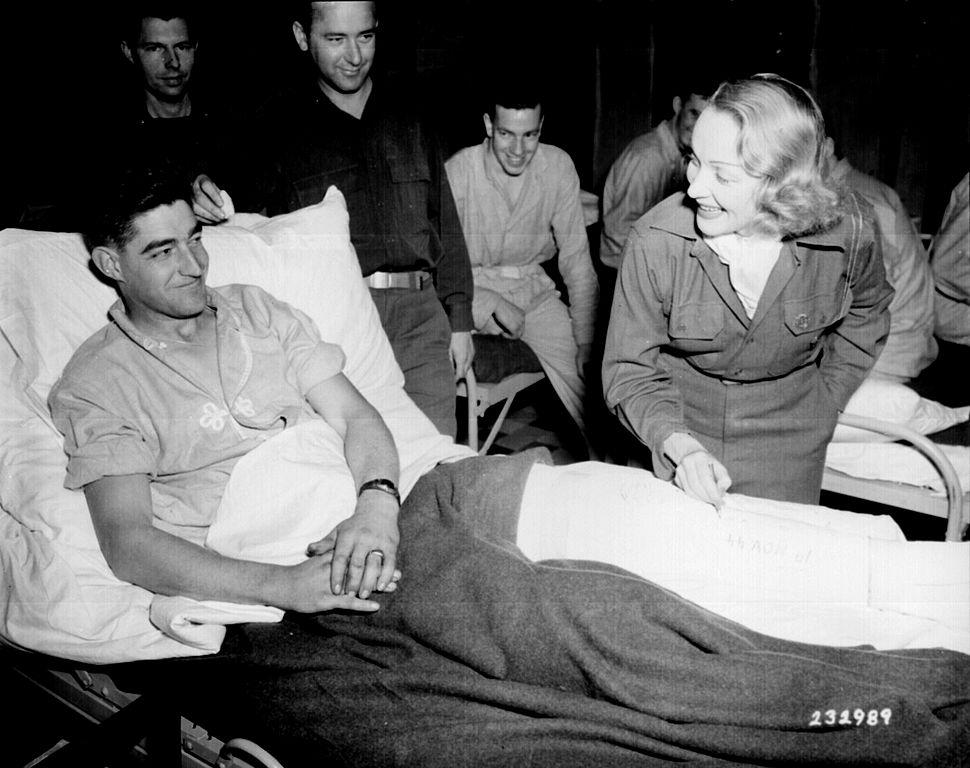 Marlene Dietrich ww2 47