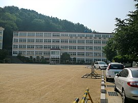 Masan Muhak Girl's Middle high school.jpg