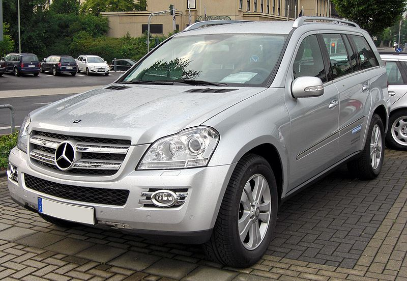 http://upload.wikimedia.org/wikipedia/commons/thumb/d/d4/Mercedes_GL_320_CDI_4-Matic_20090611_front.JPG/800px-Mercedes_GL_320_CDI_4-Matic_20090611_front.JPG