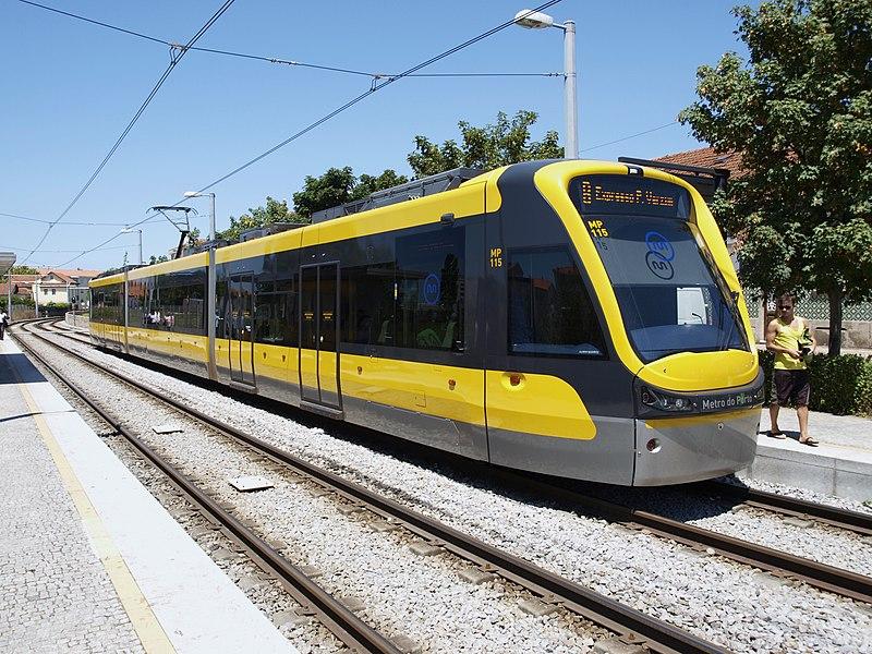 File:Metro-Tram de Oporto - panoramio.jpg