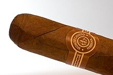 Photo d'une bague d'un cigare Montecristo.