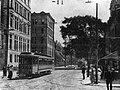 Montréal 1910. La rue Saint-Denis, depuis la rue Sainte-Catherine Sud.jpg