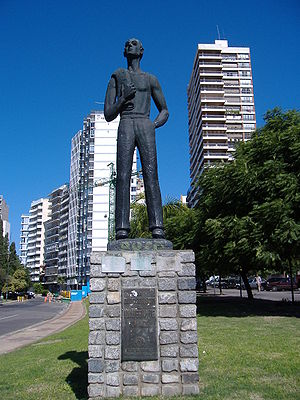 Croatian diaspora - A statue honoring the immigrants, in Rosario.