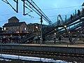 Morgenpendlere på Asker stasjon med Galleri Trafo i bakgrunnen (t.v).jpg