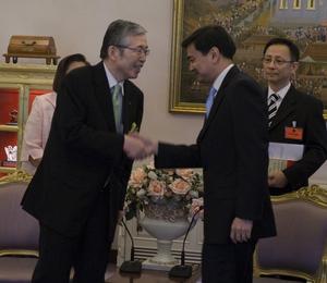 Shigenobu Nagamori - Mr.Nagamori met Abhisit Vejjajiva in 2010