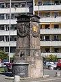 Nürnberg Dürer-Pirckheimer-Brunnen 1.jpg