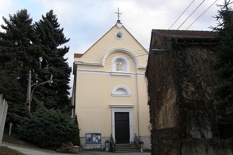 File:NOE Hausbrunn Pfarrkirche.jpg