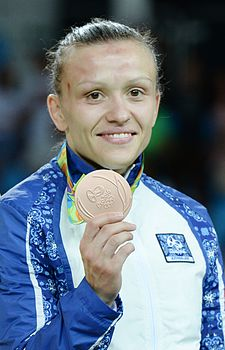 Nataliya Synyshyn at the 2016 Summer Olympics awarding ceremony 6.jpg