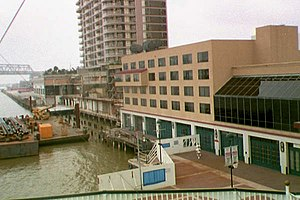 The Outlet Collection at Riverwalk - Image: New orleans riverwalk damage 2 1998 01 16