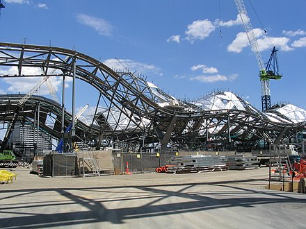 Work on the roof in January 2005 New spencer st station.jpg