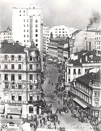 Calea Victoriei - Calea Victoriei in 1935. On left is Hotel Capitol and on right is the Casa Capșa. The tall building is the Telephone Palace.