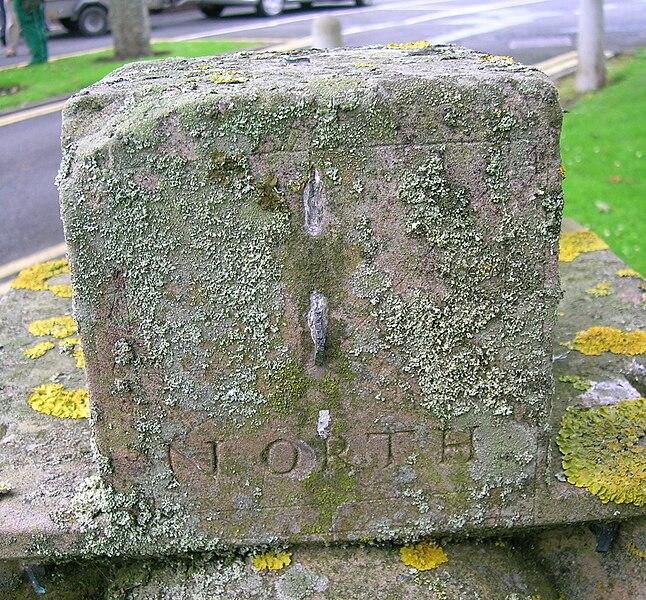 File:North face detail - Kirkhall Scottish Sundial, Ardrossan..JPG