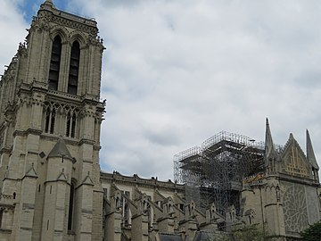 Notre-Dame - 2019-05-31 - South tower and nave from the south 01.jpg