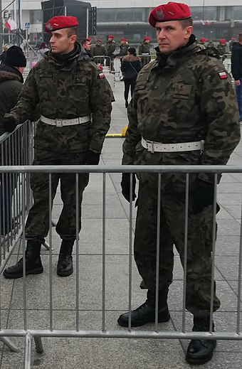 06db57bf173ad Polish Military Police officers wearing scarlet red berets