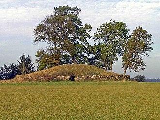 Lejre - Øm jættestue: Neolithic passage grave near Gammel Lejre.