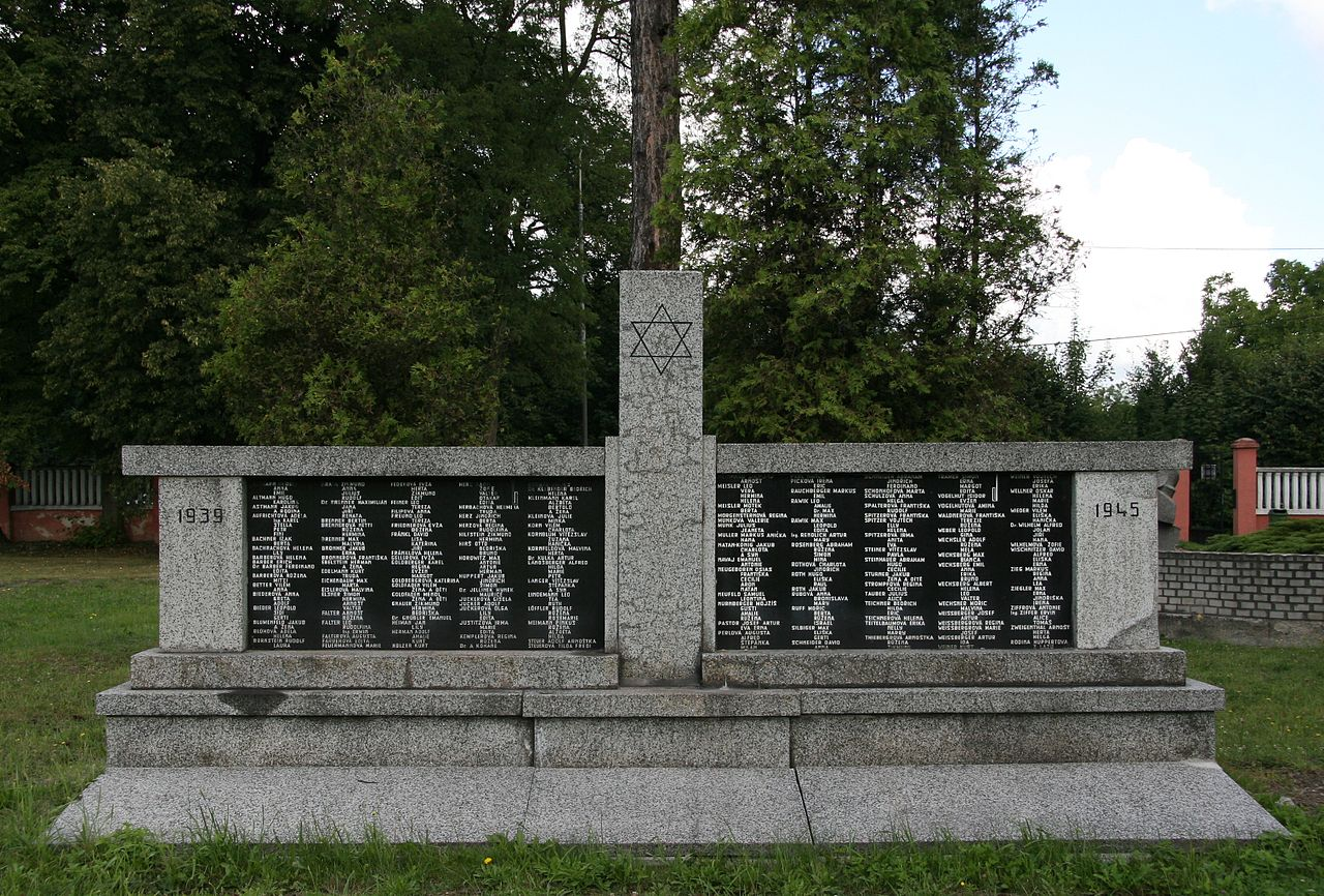 Orlová, židovský hřbitov (1).JPG