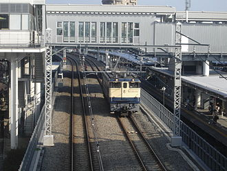 Ōsaki Station - A single locomotive on the Yamanote Freight Line between the Yamanote Line and Shōnan-Shinjuku Line platforms, May 2006