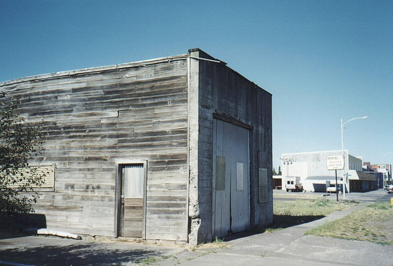 File:Other side of this garage in Goldendale, WA. has mural about astronomy (10755154214).jpg