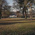 Overzicht parkaanleg met voorgevel landhuis - Boekelo - 20351679 - RCE.jpg
