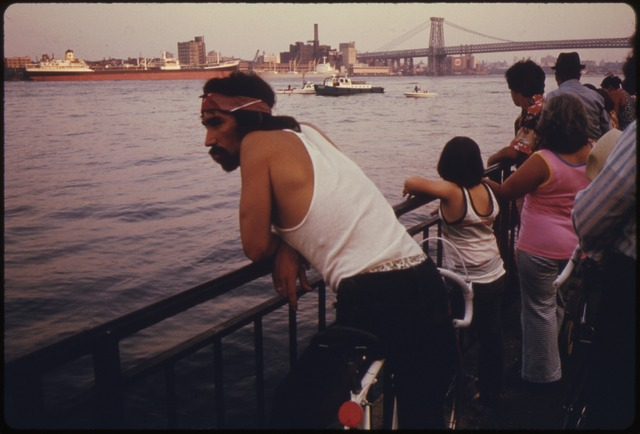 Source: http://upload.wikimedia.org/wikipedia/commons/thumb/d/d4/PEOPLE_LOOKING_AT_BOAT_TRAFFIC_ON_THE_EAST_RIVER_WITH_THE_MANHATTAN_BRIDGE_AND_NEW_YORK_CITY_IN_THE_BACKGROUND._THE..._-_NARA_-_555948.tif/lossy-page1-640px-PEOPLE_LOOKING_AT_BOAT_TRAFFIC_ON_THE_EAST_RIVER_WITH_THE_MANHATTAN_BRIDGE_AND_NEW_YORK_CITY_IN_THE_BACKGROUND._THE..._-_NARA_-_555948.tif.jpg