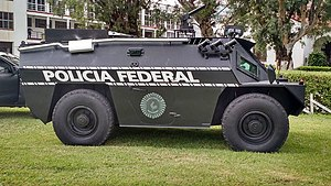 Este vehículo puede lanzar gas pimienta y lacrimógeno.