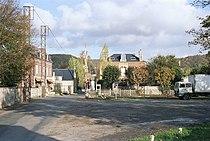 Le passage à niveau d'Acquigny, le lieu de tournage des scènes de déraillements du film (images de 1986).