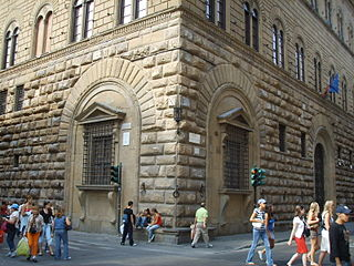 File palazzo medici riccardi finestre inginocchiate jpg wikimedia commons - Finestre firenze ...