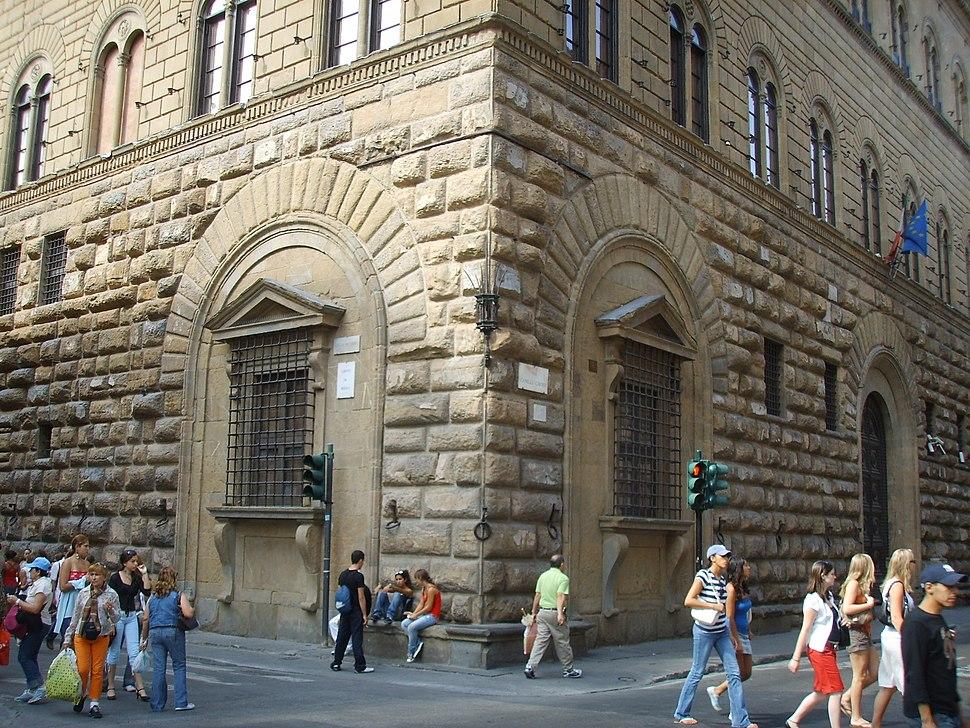 Palazzo medici riccardi finestre inginocchiate