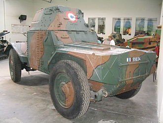 Panhard 178 - The rear of the same vehicle, showing the position of the second driver; the hull, despite having been repainted with a number belonging to the third production batch, is in fact that of a Panhard 178B. The APX3B turret is of the latest type with a rear episcope