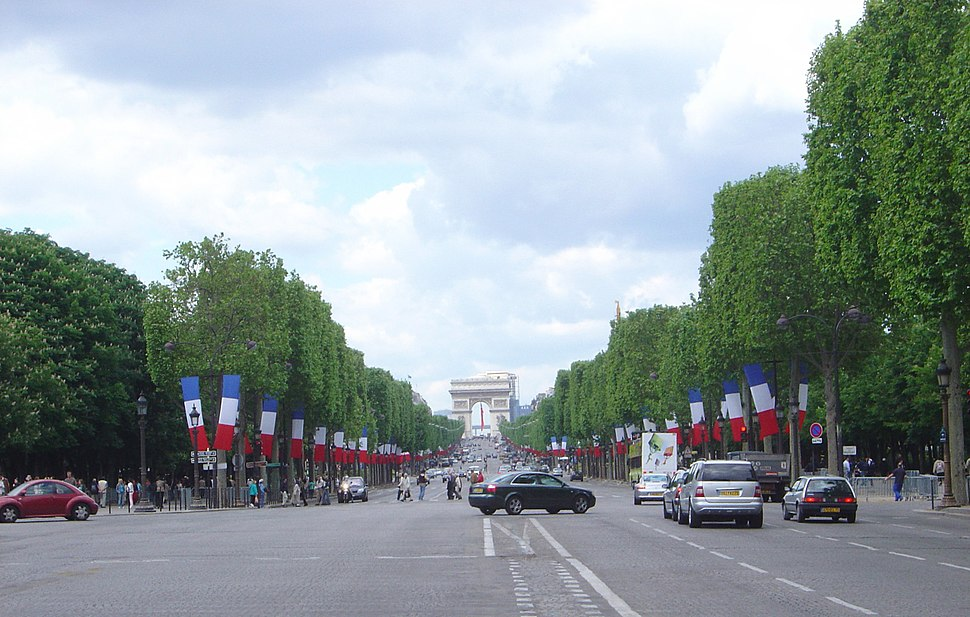 Paris Champs Elysees westwards DSC03316