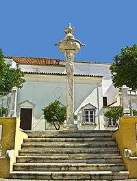 Pelourinho de Avis - Portugal (3296200754).jpg