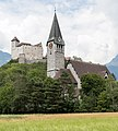 Pfarrkirche St. Nikolaus und Burg Gutenberg in Balzers, Liechtenstein.jpg