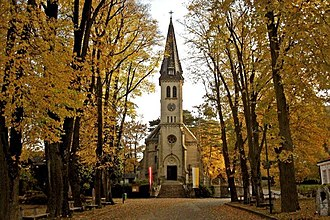 Avenue (landscape) - Image: Pfarrkirche weissenbach an d Triesting kirchenplatz point de vue wi herbst