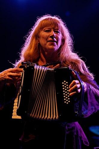 Loreena McKennitt - Image: Photo Festival de Cornouaille 2012 Loreena Mc Kennitt en concert le 26 juillet 018