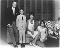 Photograph of Governor Ronald Reagan, Ron Junior, Mrs. Reagan, and Patti Davis - NARA - 198603.tif