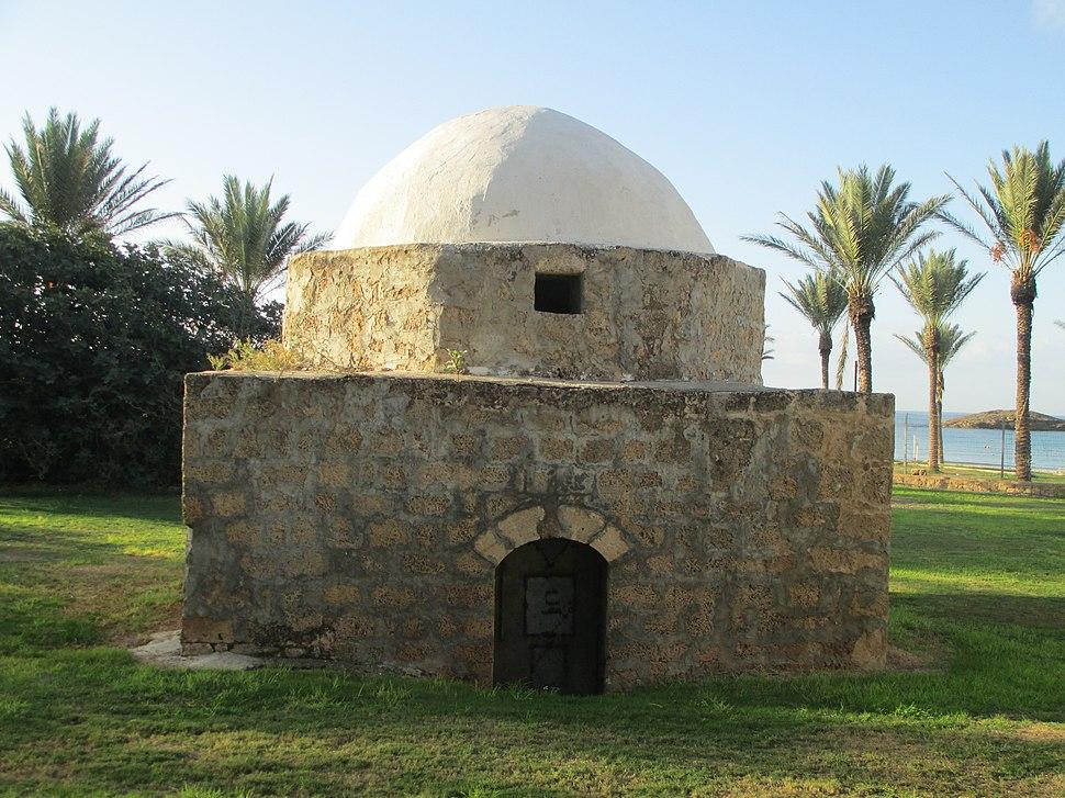 PikiWiki Israel 45300 Tantura Sheikhs tomb in Dor resort