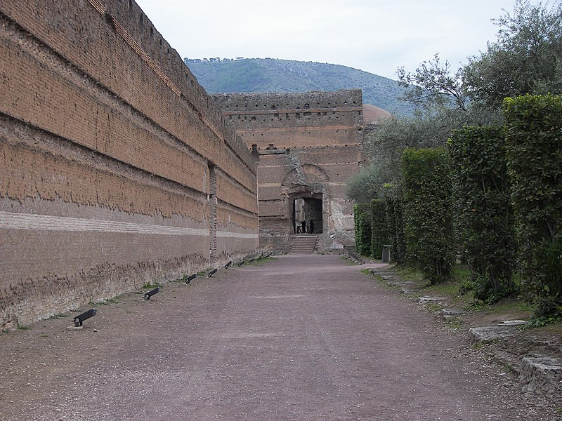 File:Poikile of Villa Adriana inside wall 2.jpg