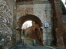 Porte Caelimontane externe.JPG