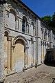 Porte latérale sud de l'église de la Nativité-de-Notre-Dame de Fontaine-Henry.jpg