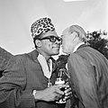 Prins Bernhard in Zaire (voorheen Belgisch Congo), Bernhard en Mobutu in gesprek, Bestanddeelnr 926-6034.jpg
