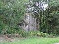 Priziac vestiges de pile de pont ferroviaire des chemins de fer du Morbihan.jpg